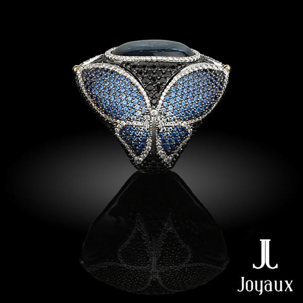 Samsara Ring: white gold, caboshon sapphire , diamonds, black spinel and sapphire from pale blue to dark blue