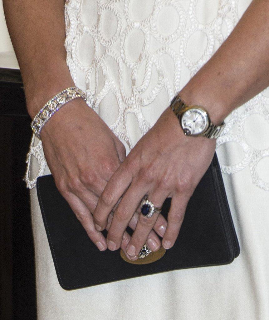 Дизайнерское помолвочное кольцо