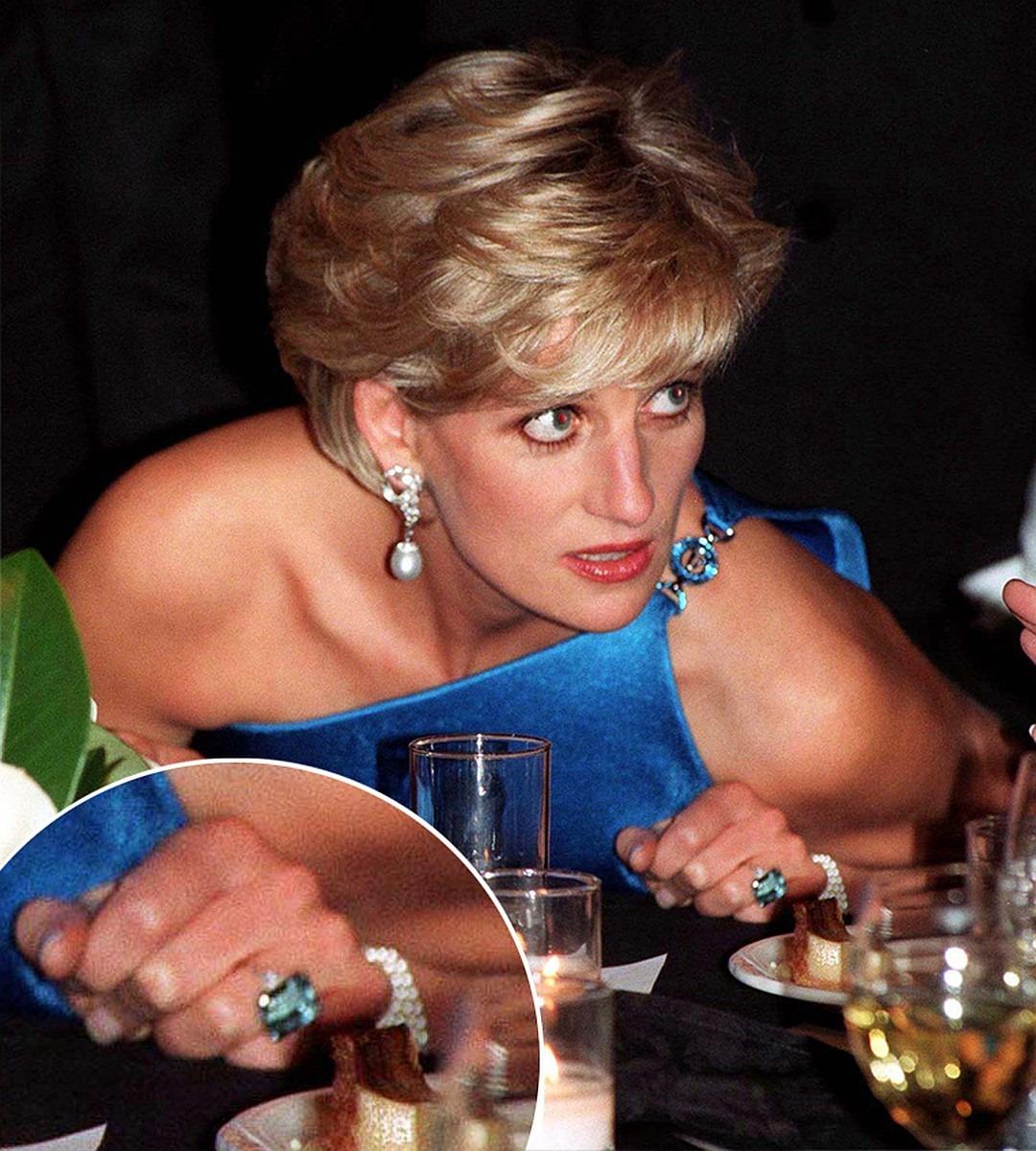 Диана в коктейльном кольце на вечеринке