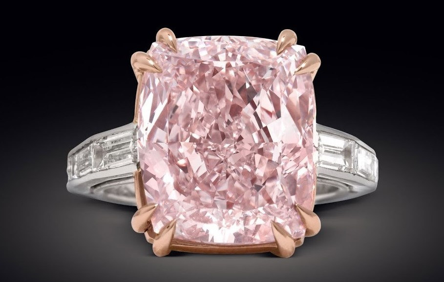 Кольцо с розовым бриллиантом Pink Graff